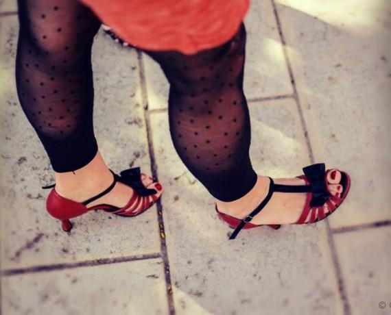 Jeanne, en rouge et noir…