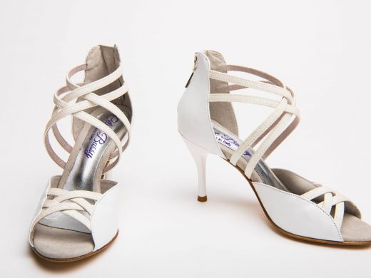 chaussure de danse et de mariage, cuir blanc et apillettes blacnhes, talons aiguille (2)