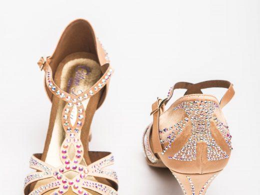 chaussure de danse latine, satin et strass, tan, talon bobine, semelle buffle, Lyon (1)